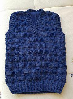 Ravelry: Argyle Vest pattern by Patons - Salvabrani Baby Boy Knitting Patterns, Baby Sweater Knitting Pattern, Crochet Vest Pattern, Knitted Baby Cardigan, Crochet Stitches Patterns, Knitting For Kids, Knitting Blogs, Knitting Designs, Baby Sweaters