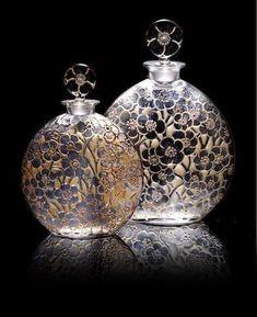 René Lalique for D'Orsay Two 'Le Lys' Perfume Bottles, design 1922 - Glas :-) - Perfume Lalique Perfume Bottle, Antique Perfume Bottles, Vintage Perfume Bottles, Perfumes Vintage, Beautiful Perfume, Bottle Art, Antique Glass, Glass Bottles, Glass Art