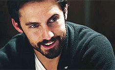 Ok. La mirada. La boquita torcida. La barba. La media sonrisa #obsessed