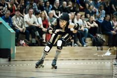 """Copenhagen Roller Derby """"PUMP UP THE JAM"""" Oct. 26th 2013 - Rollin Heartbreakers vs. Inglorious Bombshells. #rollerderby © 2013 Peter Troest. All rights reserved."""