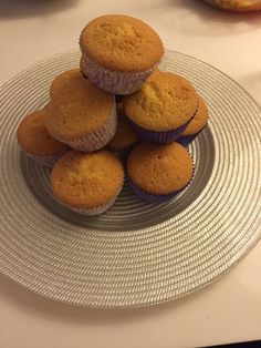 Cupcake Mit Zitronenaroma Mini Donuts, Push Up Cake, Cake Pops, Muffins, Cupcakes, Breakfast, Food, Mini Doughnuts, Morning Coffee