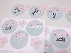벚꽃가랜드 봄 환경판은 미소쌤 가랜드 / 벚꽃가랜드 (하늘) : 네이버 블로그 Decorative Plates, Education, Korean, Home Decor, Spring, Diy Room Decor, Decoration Home, Korean Language, Room Decor