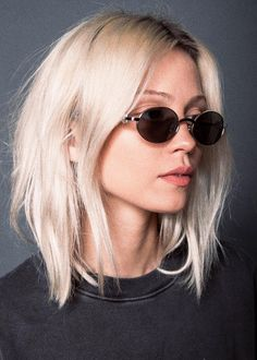 Hair goals short locks 45 Ideas for 2019 Short Platinum Blonde Hair, Blonde Layered Hair, Short Blonde Pixie, Blonde Layers, Medium Blonde Hair, Medium Hair Cuts, Medium Hair Styles, Short Hair Styles, Ambre Hair