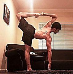 Hotties doing yoga (21 photos)