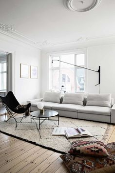 love the large beige sofa it looks so comfortable | Bo-bedre.no