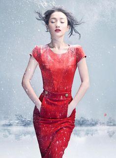 Fashion Photography / zhou xou by chen man . Fashion Images, Red Fashion, High Fashion, Fashion Beauty, Ladies Fashion, Chen, E Commerce, Man Photography, Fashion Photography