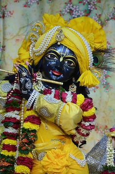 Cute Krishna, Radha Krishna Photo, Krishna Radha, Lord Krishna Images, Radha Krishna Pictures, Lord Shiva Painting, Krishna Painting, Iskcon Vrindavan, Iskcon Krishna