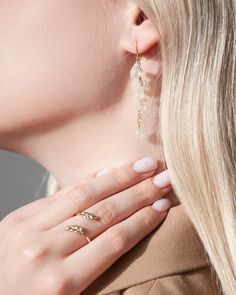 Vacation jewelry - the easiest way to get that on-holiday look is via summer jewelry that instantly makes you feel like you're in paradise (even when you're not). If you ask us what we would wear to a Greek island, this would be part of the answer. The handcrafted JIEUN earrings in the summery semi-transparent white color and the golden LAUREL ring will transform any ordinary summer outfit into an extraordinary resort look. Holiday Looks, Semi Transparent, Summer Jewelry, Summer Outfit, Paradise, Lavender, Greek, Island, Vacation