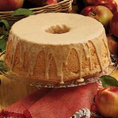 """Caramel Frosting for Angel Food Cake Found it! The """"angel food cake icing"""" my huband's aunt """"used to make"""". Angel Cake, Angel Food Cake Frosting, Angel Food Cake Glaze, Angle Food Cake Recipes, Dessert Recipes, Frosting Recipes, Cake Cookies, Cupcake Cakes, Food Cakes"""