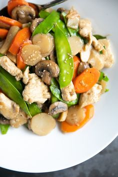 Moo Goo Gai Pan (Chicken and Mushroom Stir Fry) This better-than-takeout Moo Goo Gai Pan is made with tender slices of chicken, white button mushrooms, and other classic stir-fry vegetables all bathed in a delicious and simple savory stir fry sauce. Asian Recipes, Healthy Recipes, Ethnic Recipes, Oriental Recipes, Chinese Recipes, Easy Recipes, Moo Goo Gai Pan Recipe, Fried Vegetables, Healthy Pumpkin