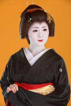 Good-bye to the Geisha Mameharu of Gion Kobu