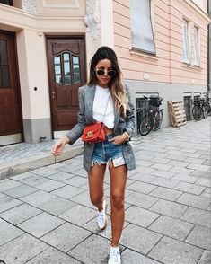 Pin by Siomara Amorim on aw/ss outfits in 2019 Blazer Outfits Casual, Classy Outfits, Stylish Outfits, Pretty Outfits, Short Outfits, Summer Outfits, Teenager Fashion Trends, Look Fashion, Fashion Outfits