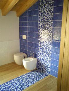Oltre 1000 idee su arredo bagno antico su pinterest - Rivestimenti bagno vietri ...