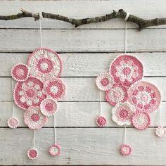 The two mobile's are ready  Wish you all a lovely Sunday   I'm going to think about another project  #haken #hekle #häkeln #haekle #croché #crochet #crochê #örgü #ganchillo #uncinetto #virka #virkning #diy #instacrochet #craftastherapy #mobile #mobiel #crochetflowers #bloemenhaken #yarn #phildar #tresjolie by tresjolie_diy