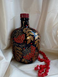 Painted Glass Bottles, Recycled Glass Bottles, Glass Bottle Crafts, Wine Bottle Art, Diy Bottle, Vase Noir, Glass Painting Designs, Bottle Painting, Mason Jar Crafts