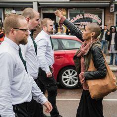 A nazi demonstration in Borlänge. #journalism #street #urban #picoftheday #photooftheday #racism #borlänge #sweden #politics #equality - Suède: une militante antiracisteTess Asplund, s'oppose à un défilé néo-nazi et devient un symbole