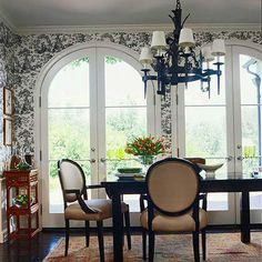 Toile wallpaper around arched windows