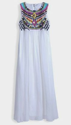 White Sleeveless Embroidery Pleated Chiffon Dress