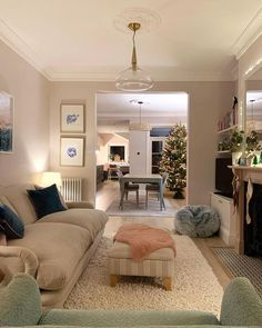 Sitting Room Decor, Living Room Decor Cozy, New Living Room, Living Room Interior, Home And Living, Cottage Living Rooms, Lounge Decor, Victorian Living Room, Victorian Terrace House