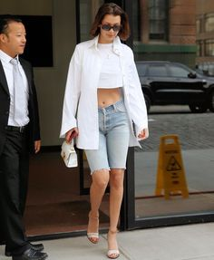 "3,227 Me gusta, 5 comentarios - Hadid News (@hadidnews) en Instagram: ""July 20: #BellaHadid leaving Gigi's apartment in Manhattan."""