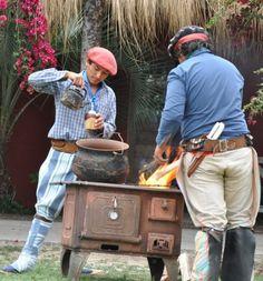 Gauchos tomando mate. Yerba Mate, Traditional, Latin America, Countryside, Latte, Drinking, Tea, Awesome, World