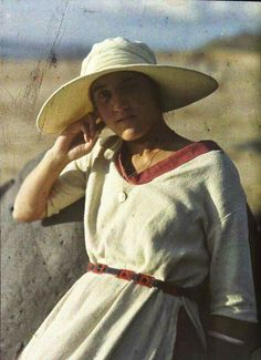 4fae1a4b4ca Antique autochrome photo by French photographer Gustave Gain. 1920s Photos