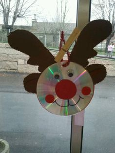 15 Christmas decorations last minute DIY from old CD - Lifestyle and Outfit ideas Preschool Christmas, Noel Christmas, Christmas Crafts For Kids, Christmas Activities, Christmas Projects, Holiday Crafts, Christmas Decorations, Christmas Ornaments, Reindeer Christmas