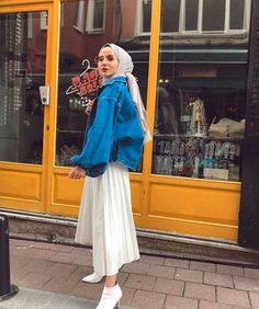 Flawless Outfit Ideas How To Wear Denim Jacket – Hijab Fashion 2020 Hijab Casual, Hijab Fashion Casual, Street Hijab Fashion, Hijab Chic, Muslim Fashion, Casual Jeans, How To Wear Denim Jacket, Denim Jacket Fashion, Denim Outfits