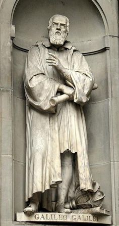 Statue of Galileo Galilei outside the Uffizi Gallery – Florence, Italy