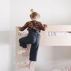 Up up up! The F Bunk Bed from @rafakids spotted in the beautiful home of @_beckykimball | DKK 11999. Shop link in bio.  #studiominishop #rafakids #fbunkbed #bunkbed #kidsroom #kidsdecor #kidsinterior #børneværelse #køjeseng #børneseng #børneinteriør