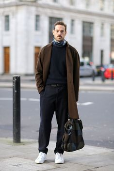 London Collections Men Street Style Source by zerasia Outfits for men Mode Masculine, Look Fashion, Winter Fashion, Street Fashion, Fashion Clothes, Guy Fashion, Trendy Clothing, Cheap Fashion, Hijab Fashion