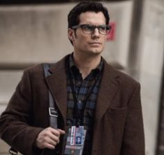 Henry Cavill News: New Superman & Clark Images In 'BvS' Companion Novel