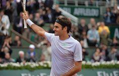 Le Suisse Roger Federer élimine Julien Benneteau en trois sets 6/3-6/4-7/5.