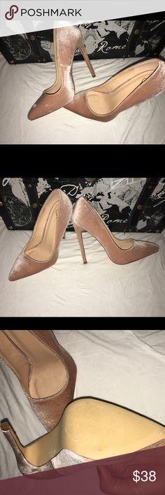 Pink Windsor pumps Velvet pumps. Never been worn. Very stylish and sexy. #shoes #windsor #stylish #pink #velvet Windsor Shoes Heels