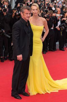 Charlize Theron portait une robe Christian Dior Couture et des sandales Jimmy Choo