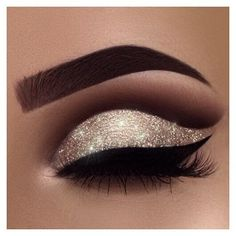 """A little New Year inspiration for you ✨ yes, I'm addicted to glitter ❤️ Brows: waterproof creme color in """"sable"""" Eyeshadows: burnt orange, fudge, noir in my crease and amber on my lid Glitter: Liner: tarteist clay paint liner # makeup eyeliner Login Eye Makeup Tips, Makeup Tricks, Smokey Eye Makeup, Eyeshadow Makeup, Makeup Ideas, Makeup Tutorials, Makeup Brushes, Eyeshadow Palette, Makeup Products"""