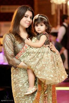 and baby indian mother daughter twining mutter tochter twining outfit Mom Daughter Matching Dresses, Mom And Baby Dresses, Dresses Kids Girl, Girl Outfits, Mother And Daughter Dresses, Girls, Fashion Outfits, Kids Blouse Designs, Mother Daughter Fashion