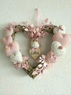 Почему большой праздник? Думаю, не стоит объяснять :) Мир строится любовью, мир сохраняется любовью! Любовь необъяснима и необъятна, но тем не менее доступна для всех! Если любят, то всем сердцем и никак иначе :) День святого Валентина любим во многих странах. Суету в его преддверии можно сравнить с новогодними праздниками :) И согласитесь, что небольшой, приготовленный своими руками, сюрприз всегда приятнее дорогой покупки.