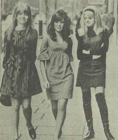Jane Asher (first on the left) was Paul McCartney`s girlfriend in the 60`s.