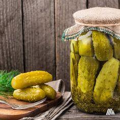 Készüljön velünk a befőzésekre! Pickling Cucumbers, Pickle Juice Benefits, Kosher Dill Pickles, Canning Process, Yellow Mustard Seeds, Probiotic Foods, Pickle Jars, Proper Nutrition, Kabobs