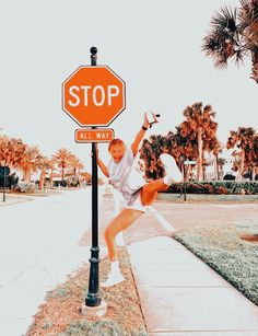 Cute Poses For Pictures, Cute Friend Pictures, Harry Styles Pictures, Picture Poses, Sumo, Aesthetic Images, Summer Aesthetic, Cute Friends, Picture Credit