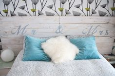make a headboard, wooden bed with blanket and dark blue decorated in turquoise and white cushions How To Make Headboard, Bedroom Decor, Wall Decor, Bedroom Ideas, Bois Diy, Headboard Designs, Relaxation Room, White Cushions, Diy Headboards