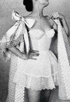Vintage Lingerie Vintage lingerie by Jacques Fath in L'Officiel, 1956 - draw in charcoal. Jacques Fath, Lingerie Retro, Sexy Lingerie, Wedding Lingerie, White Lingerie, Luxury Lingerie, Wedding Dress, Vintage Fashion 1950s, Vintage Mode