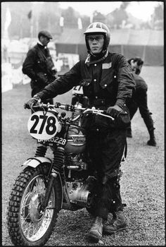 Steve McQueen with his Triumph motorcycle, in the International Six Days Trial (ISDT),sporting a Barbour jacket. Still wearing mine from the Steve Mcqueen Triumph, Steve Mcqueen Style, Enduro Vintage, Motos Vintage, Vintage Biker, Blitz Motorcycles, Vintage Motorcycles, British Motorcycles, Indian Motorcycles
