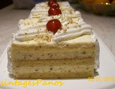 gr 2017 06 syntagi-millefeuille-me-cream-crackers-kai-anthos-aravositou. Greek Sweets, Greek Desserts, No Cook Desserts, Greek Recipes, Dessert Recipes, Dessert Party, Party Desserts, Greek Pastries, Kolaci I Torte