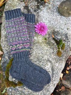 Kanervikko polvisukka | ET Mitten Gloves, Mittens, Colorful Socks, Knee High Socks, Boot Cuffs, Knitting Socks, Fingerless Gloves, Arm Warmers, Knit Crochet