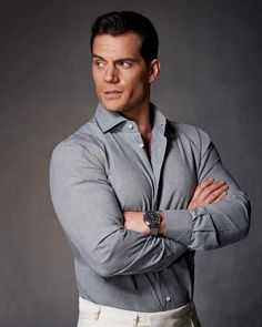 Every superman has his downtime, as Henry Cavill shows in this season's off-duty classics. Watches by Jaeger-LeCoultre. Photography and styling by Damian Foxe Henry Superman, Mission Impossible Fallout, Henry Cavill News, Costume Sexy, Love Henry, Henry Caville, Henry Williams, Le Male, Hommes Sexy