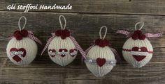 Palline di Natale realizzate a mano, fatte a maglia, rifinite con roselline e cuoricini handmade in pannolenci. Puoi trovarle anche nel mio shop su alittleMarket.it