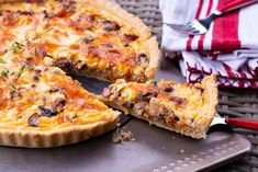 Quiche cu bacon si ciuperci Lucky Cake, Spice Blends, Mozzarella, What To Cook, Quiche, Dips, Bacon, Spices, Appetizers