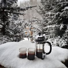 Coffee and snow I Love Snow, I Love Winter, Winter Is Coming, Winter White, Winter Snow, Chocolate Caliente, Hot Chocolate, Christmas Mood, Christmas Bells
